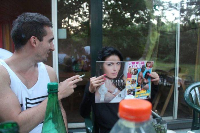 девушка с журналом