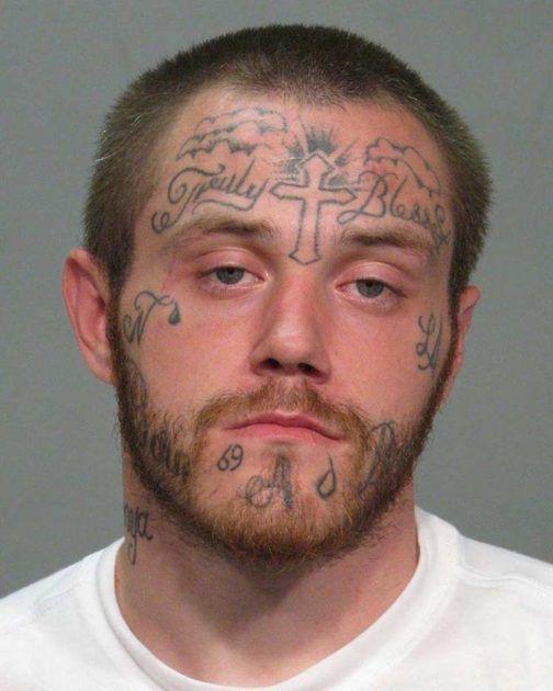 странные тату на лице