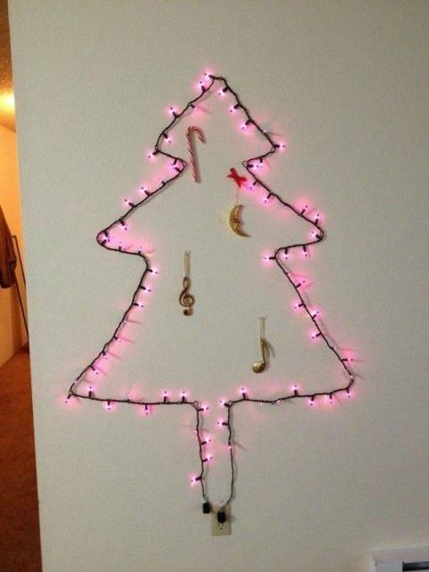 елка из новогодних огоньков