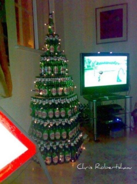 елка из пивных бутылок