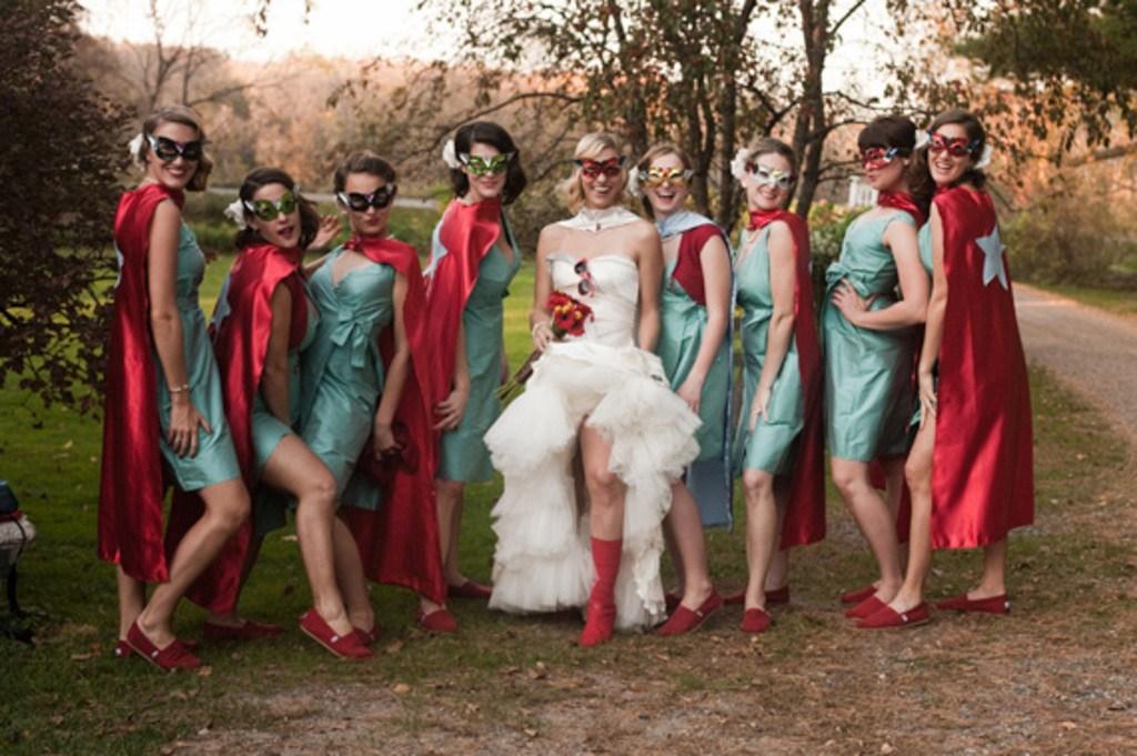10+ уморительных фотографий невест и их подружек, которые выбрали не самый лучший наряд! рис 2