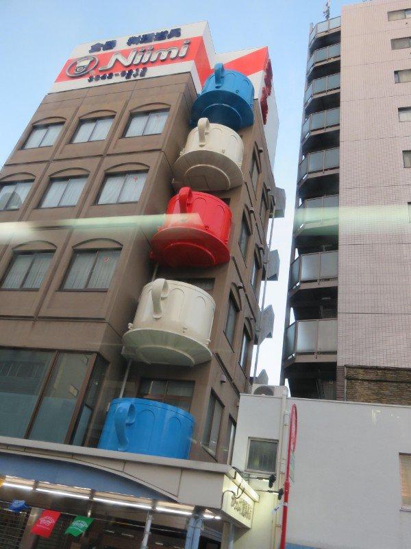 здание с чашками