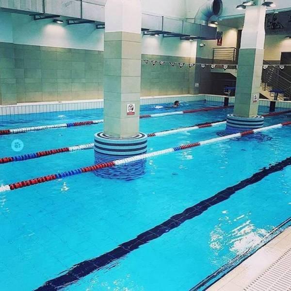 колонны в бассейне