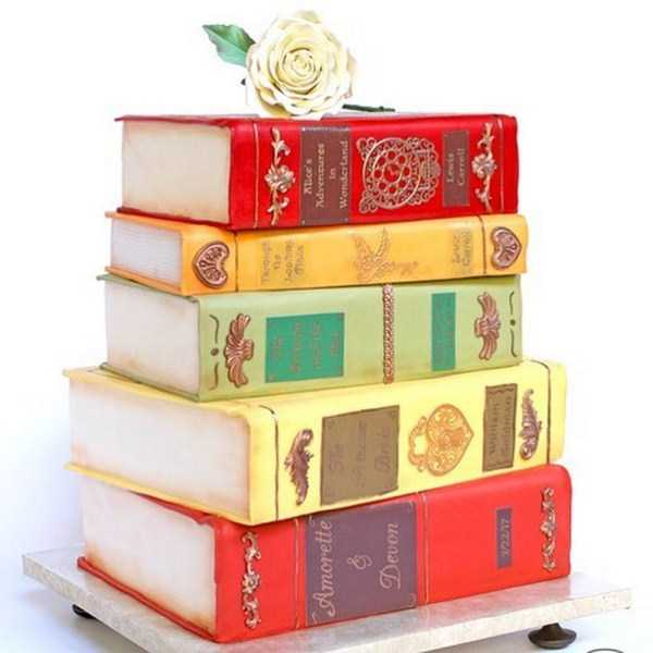 торт в виде стопки книг
