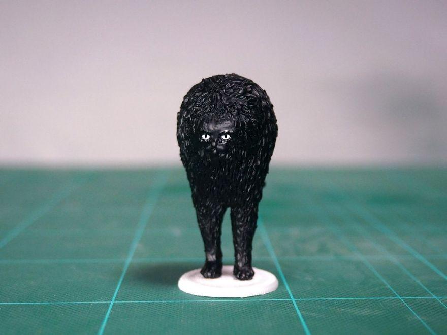 скульптура черного кота