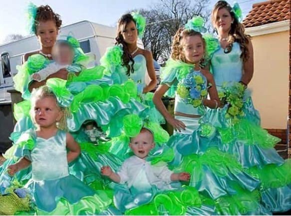 10+ уморительных фотографий невест и их подружек, которые выбрали не самый лучший наряд! рис 4
