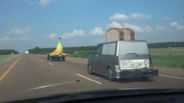 машина в форме банана и тостера
