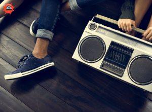 радио на полу