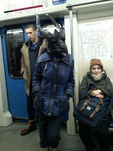 человек с козлиной головой в метро