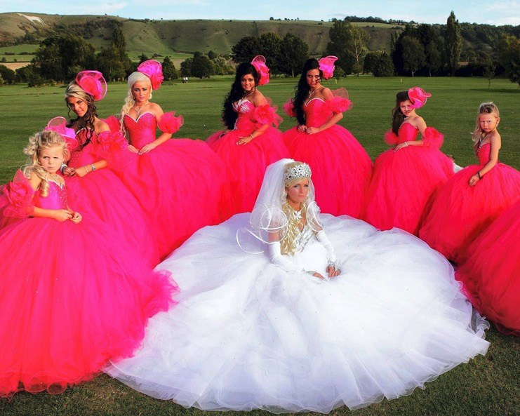 10+ уморительных фотографий невест и их подружек, которые выбрали не самый лучший наряд! рис 7