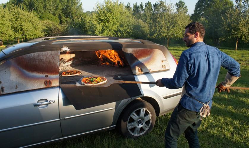 печь для пиццы в машине