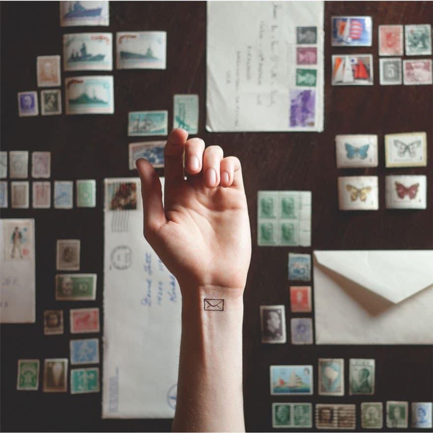 татуировка в виде письма