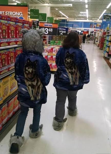женщины в супермаркете