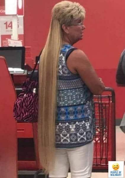 женщина с нарощенными волосами