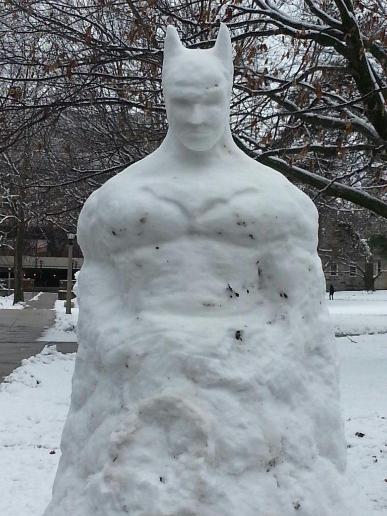 снеговик в форме бэтмена