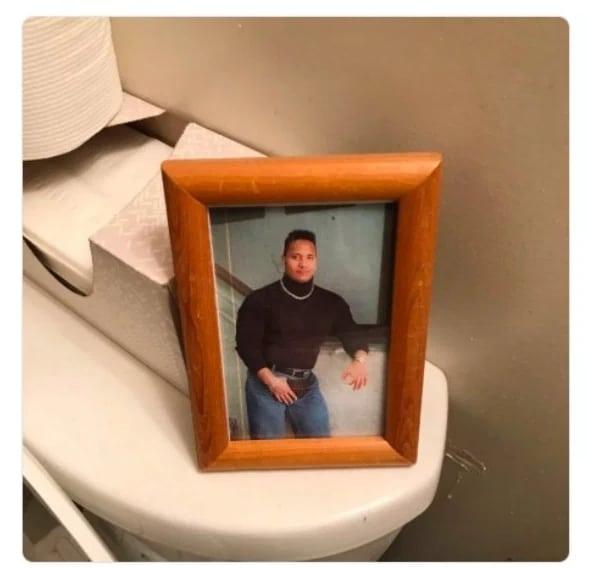 фото молодого дуэйна джонсона в рамке