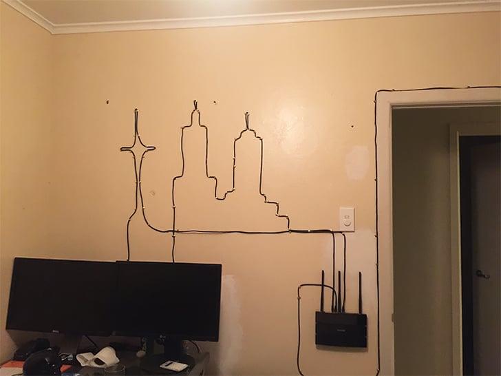 провода на стене