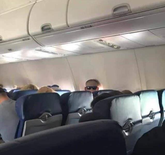 пассажир в самолете