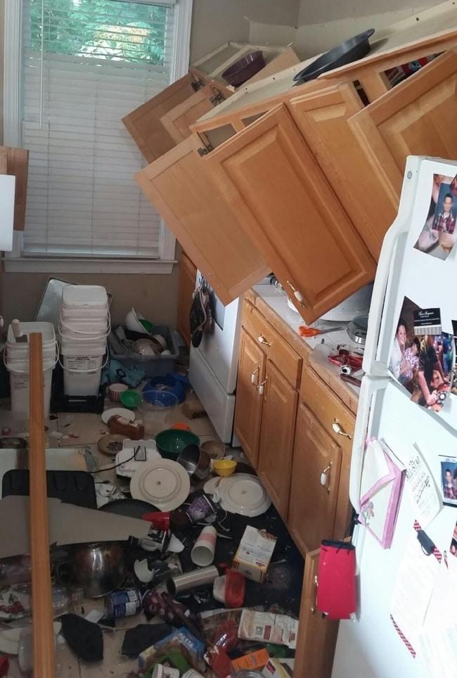 шкаф упал