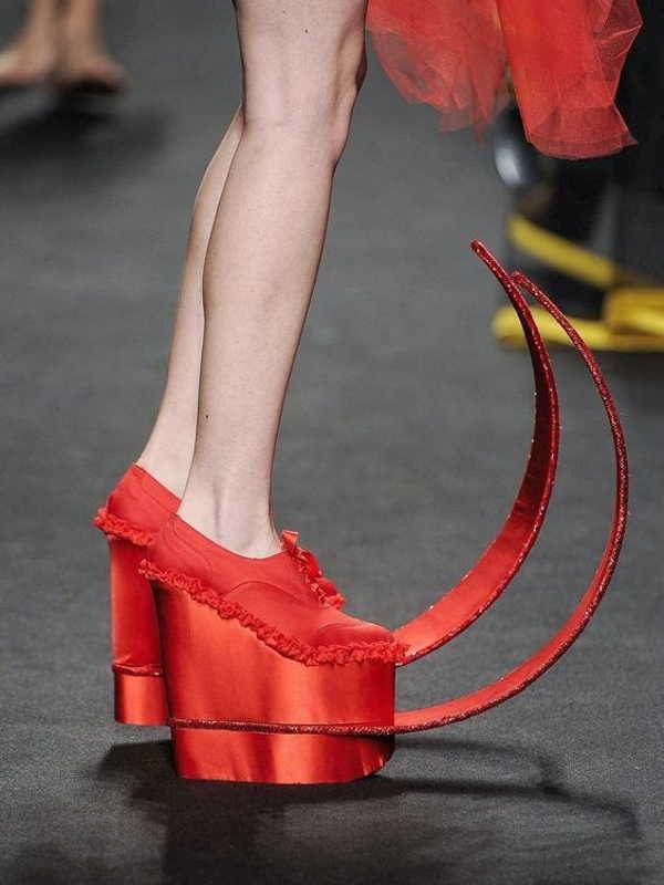 красные туфли на платформе с длинными носками