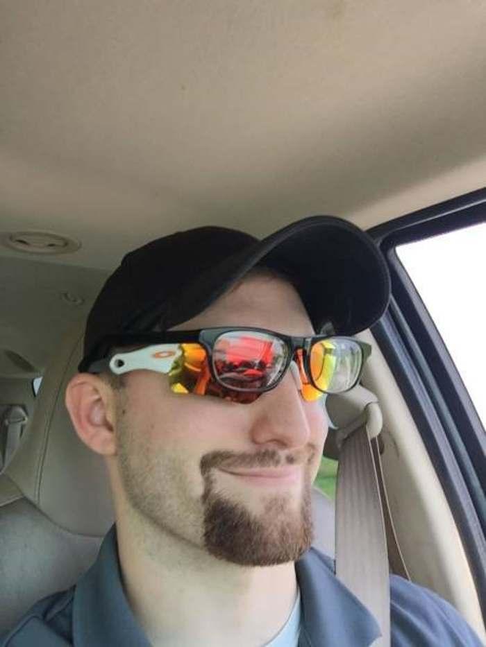 парень в двух очках