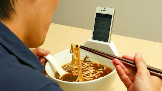тарелка с подставкой под телефон