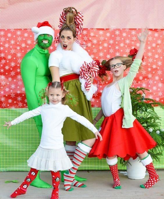 10 весёлых семейств, которые решили провести новогоднюю фотосессию...