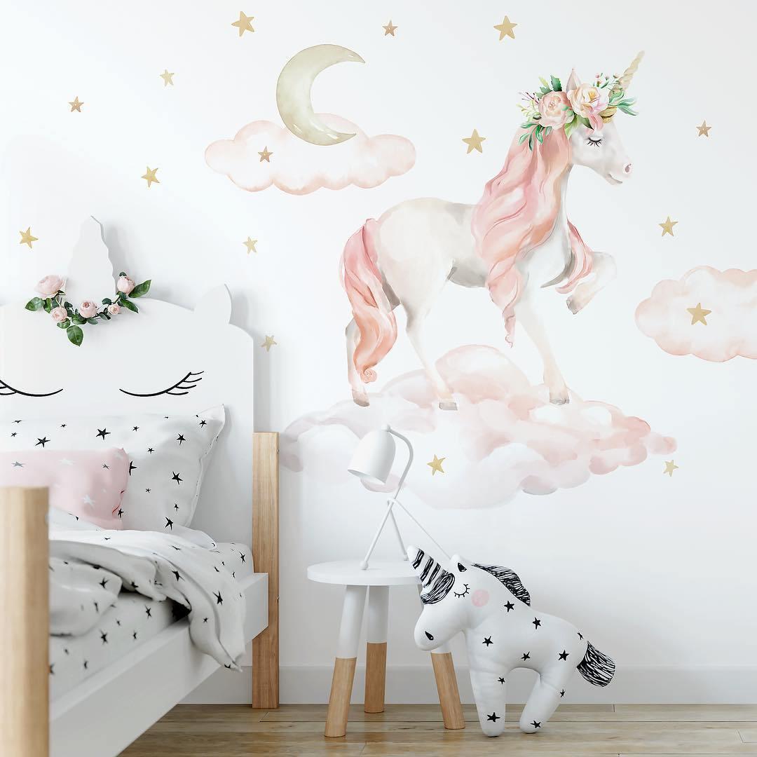 картинка на стене с единорогом повышения