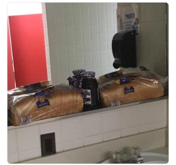 хлеб в ванной