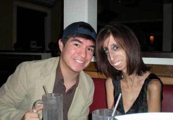 парень и некрасивая девушка