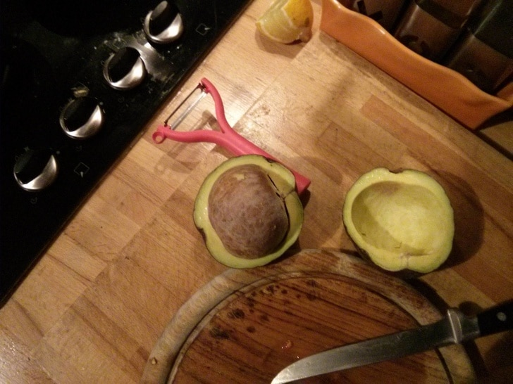 большая косточка авокадо