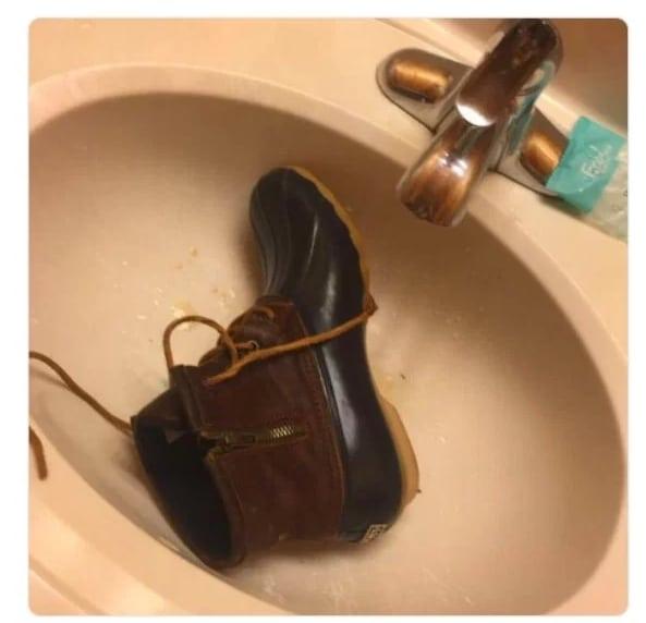 ботинок в раковине