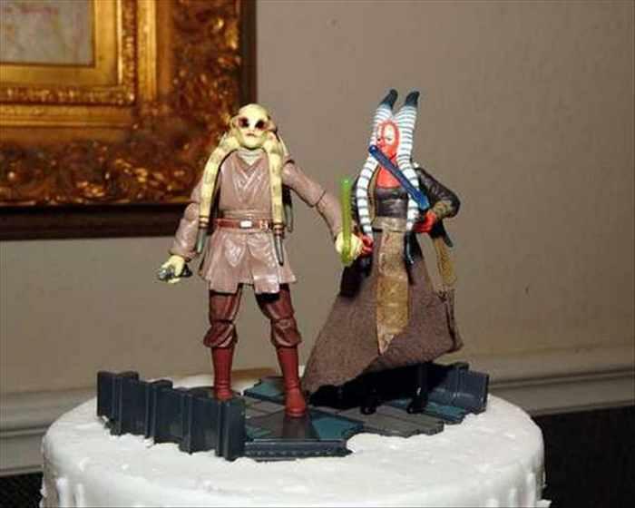 торт со странными персонажами