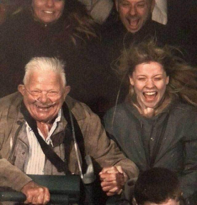 папа с дочерью на американских горках