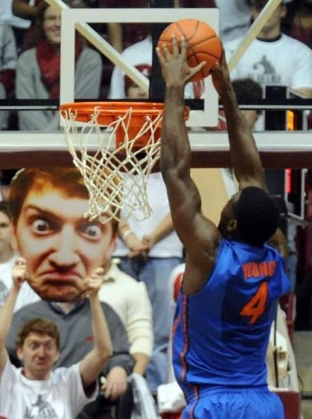баскетболист играет