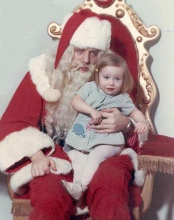 девочка на коленях у деда мороза
