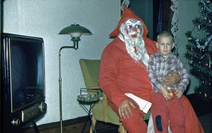 мальчик на руках у деда мороза