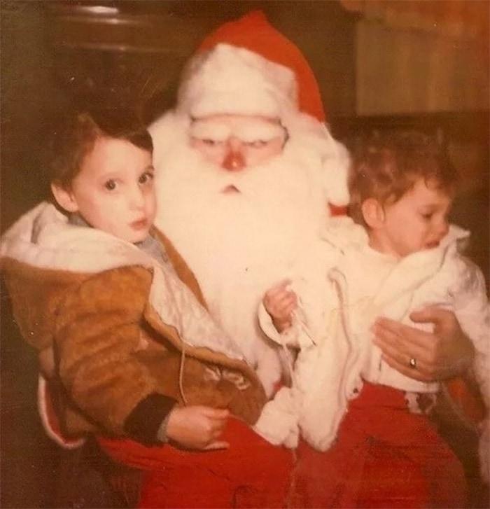 дед мороз с детьми на руках