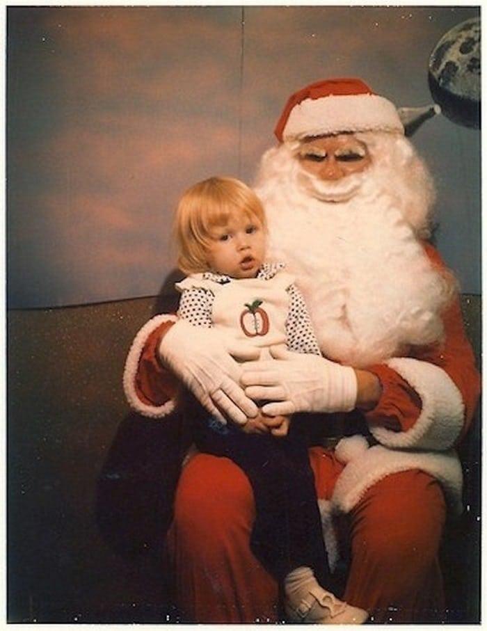 девочка на руках у деда мороза