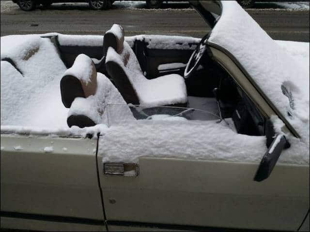кабриолет в снегу