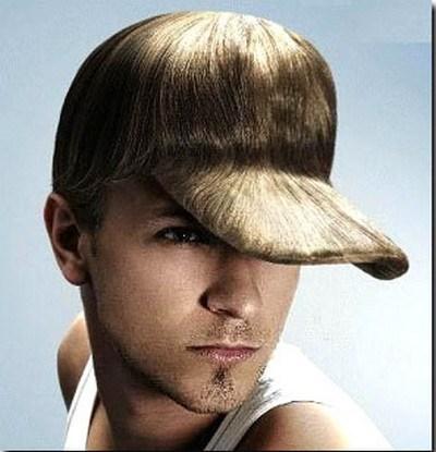 парень в кепке из волос