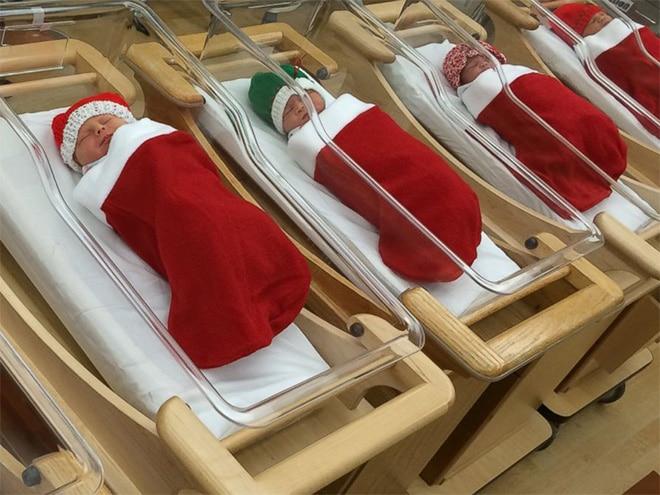 новорожденные в кроватках