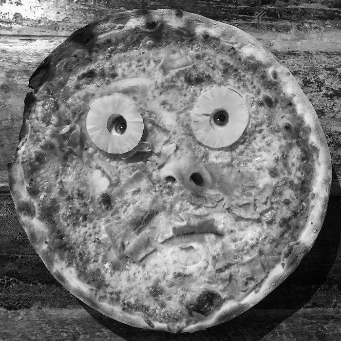 Лицо на пицце