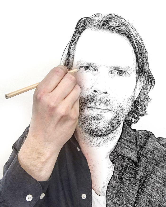 Мужчина рисует автопортрет