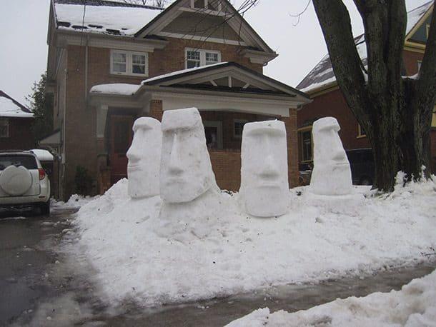 Снеговики -статуи
