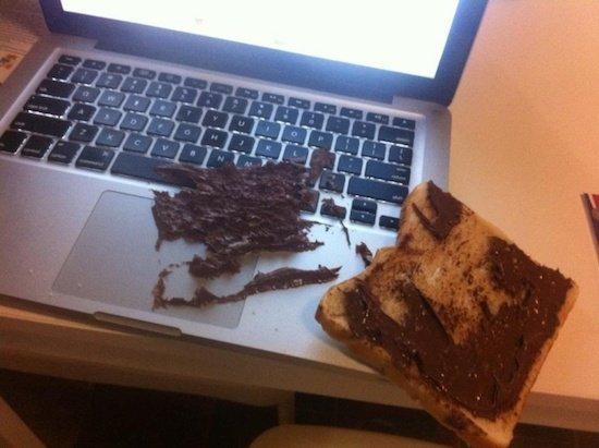 бутерброд на ноутбуке