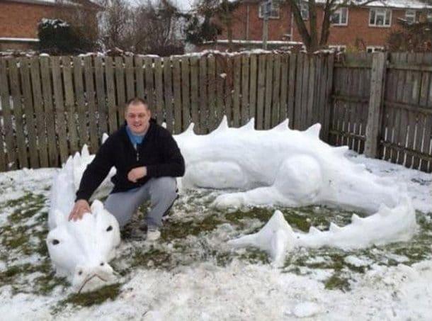 Дракон из снега