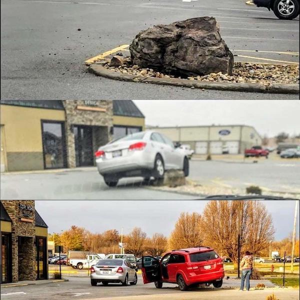 машины наехали на камень