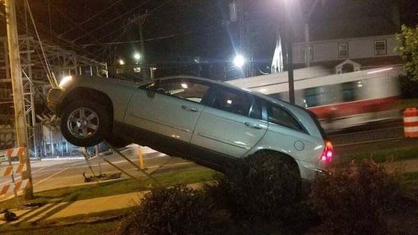 машина стоит на задних колесах