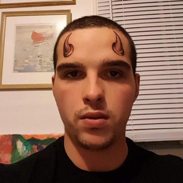 тату рога на лице